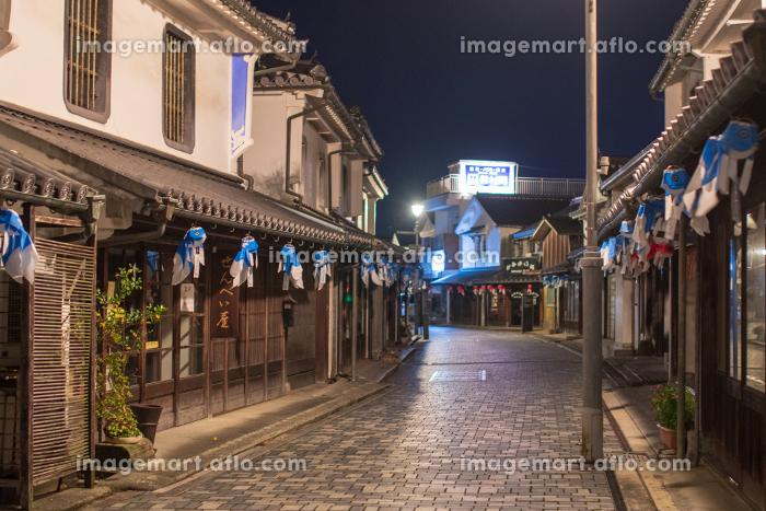 白壁の古い町並みの夜景 柳井市の販売画像