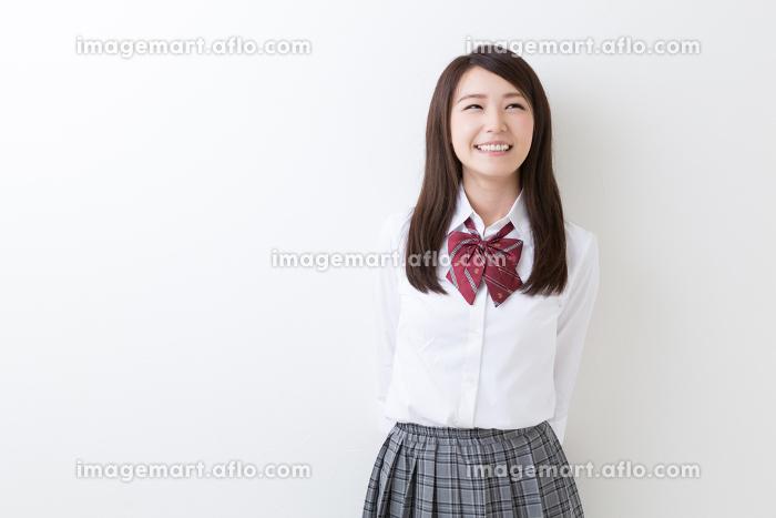 笑顔の女子学生の販売画像