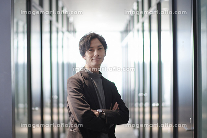若い日本人ビジネスマンの販売画像