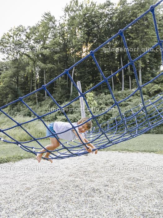 child,boy,boy plays on a children playgroundの販売画像