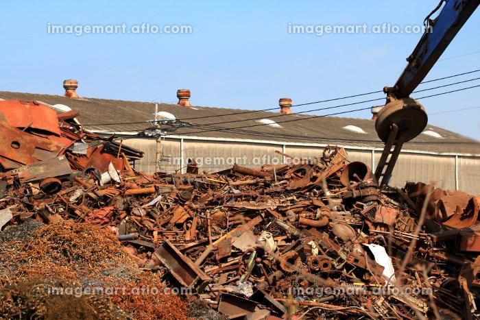 金属類の産業廃棄物とクレーン重機類の販売画像