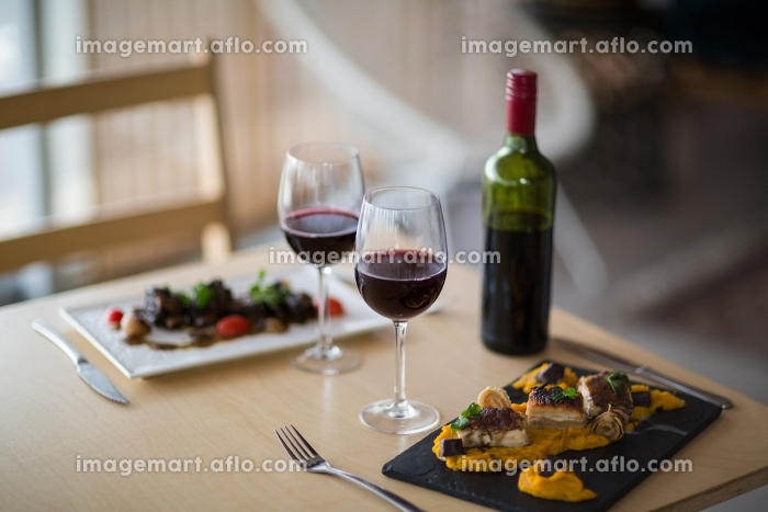 Plate of meal with glass of red wineの販売画像