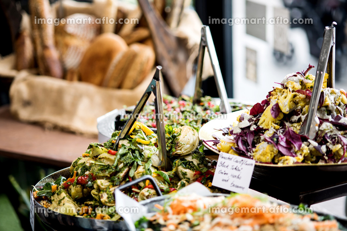 Assorted fresh salads displayed on a buffetの販売画像