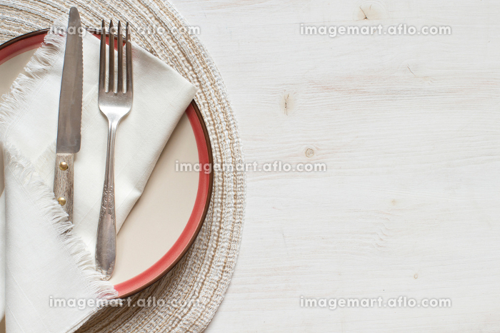 Vintage fork and knife on a plateの販売画像