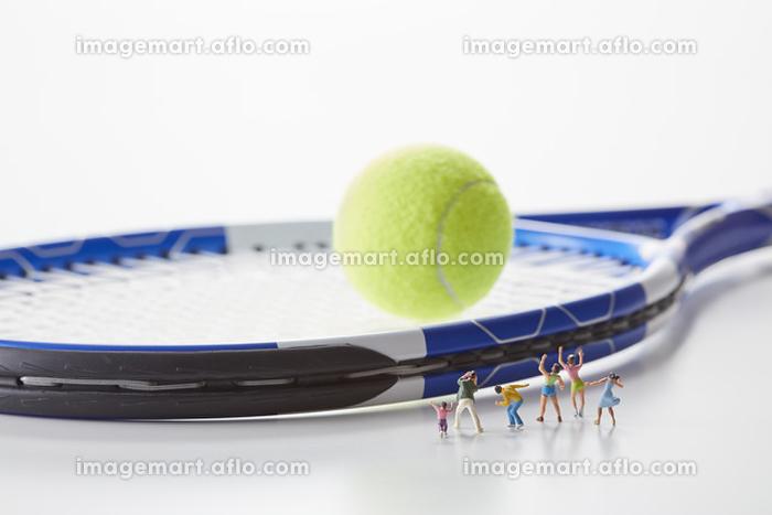 フィギュア テニスを応援する観客の販売画像