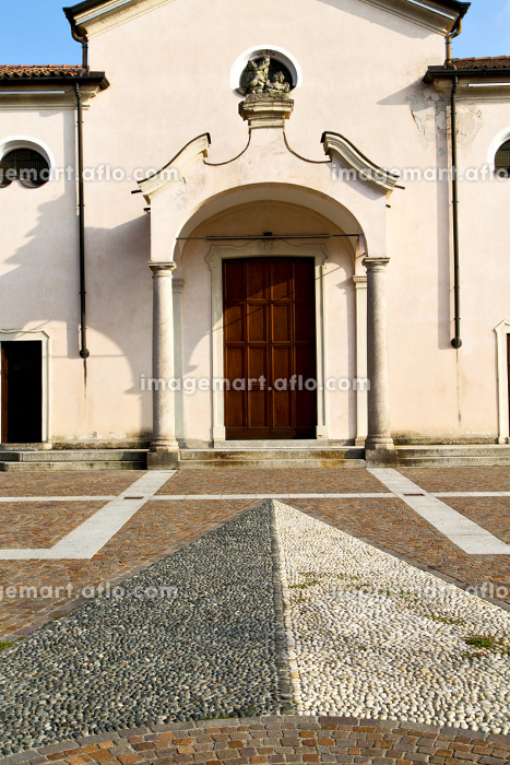 church  in  the   mozzate  closed brick tower sidewalk italy  lombardy     old
