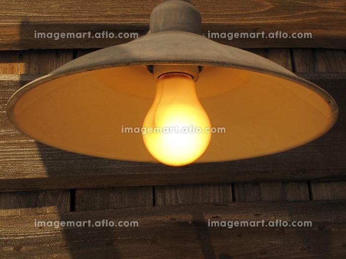 白熱電球の外灯の販売画像