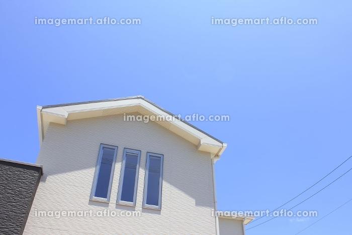新築住宅と青空の販売画像