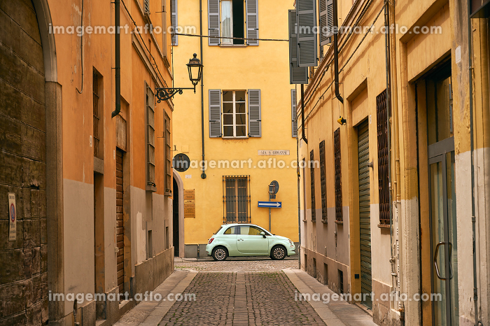Car on empty road in town in Tuscanyの販売画像