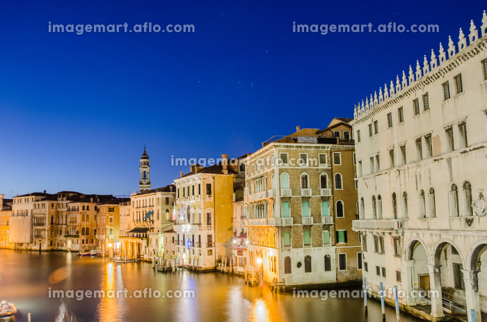 VENICE, ITALY - JUNE 30: View from Rialto bridge on June 30, 2012 in Venice, Italy. Rialto is the biggest bridge in Veniceの販売画像