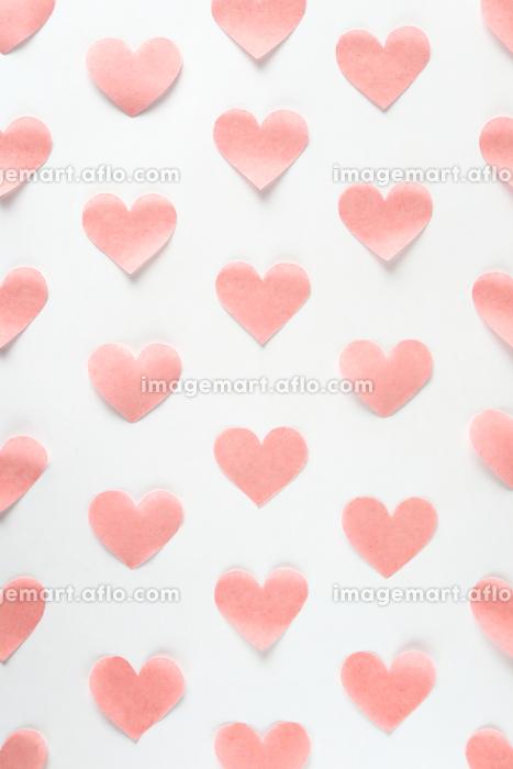 淡いピンクのハートが並んだ背景素材 3 縦位置の販売画像
