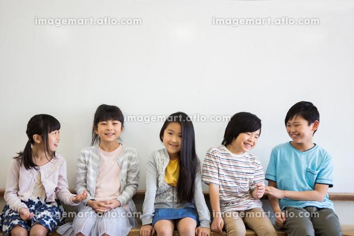 教室の小学生
