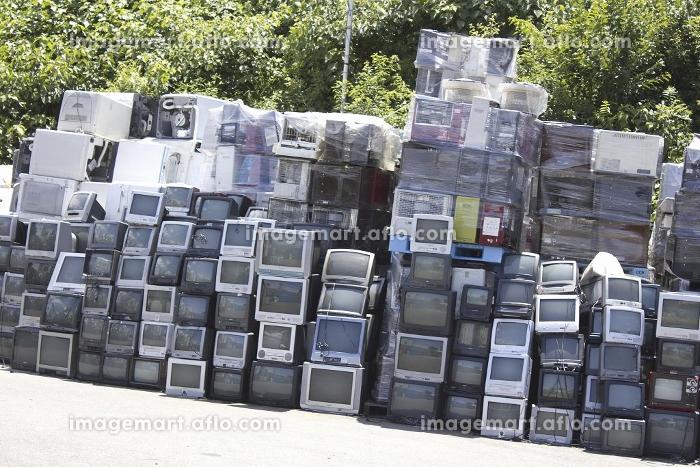 山積みされたリサイクル家電製品