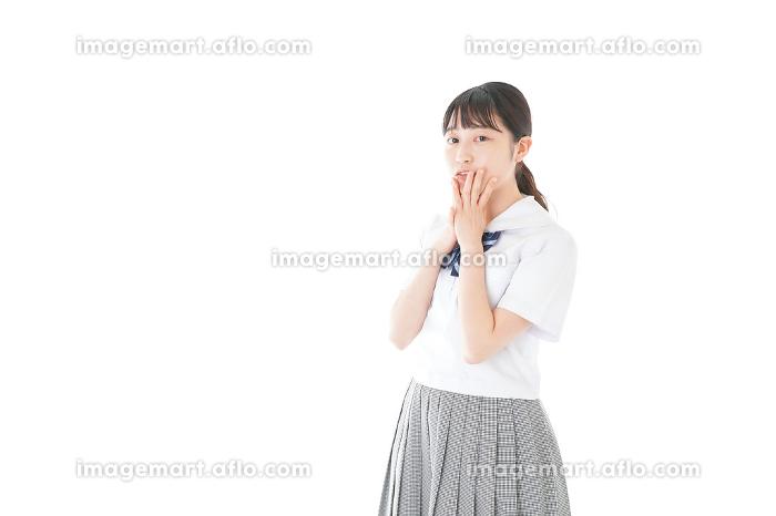 笑顔の制服を着た女子学生の販売画像