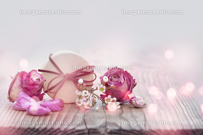 Decoration with roses and smal giftの販売画像