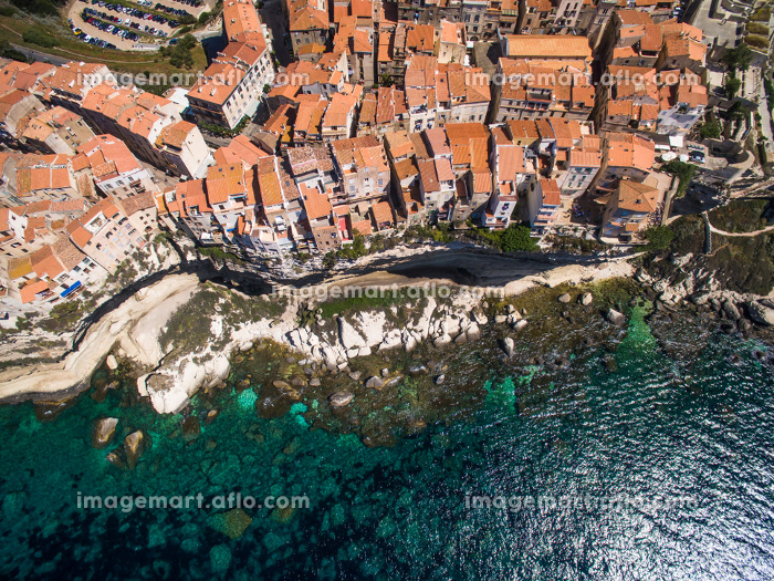 Aerial view of the Old Town of Bonifacio, the limestone cliff, South Coast of Corsica Island, Franceの販売画像