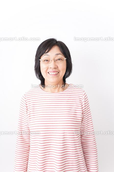 笑顔のおばあさんの販売画像
