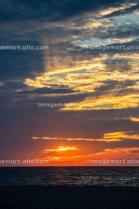 Beautiful sunset sky colors and lights above beach., Nantucket, MA, United Statesの販売画像