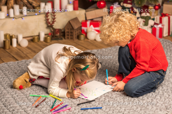 Children drawing pictureの販売画像