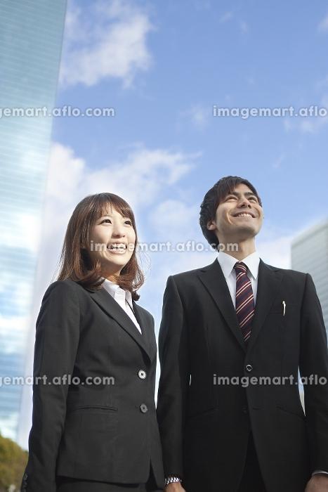 就職活動に臨む若者たちの販売画像
