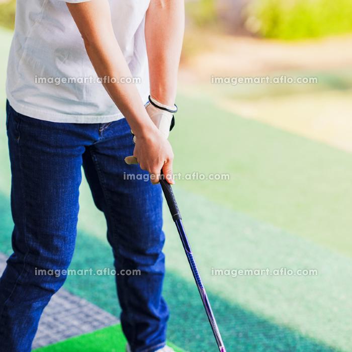 ゴルフ練習 コロナ禍に密にならず楽しめるスポーツの販売画像