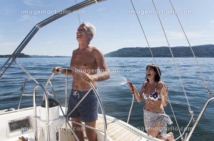 Older couple relaxing on sailboatの販売画像