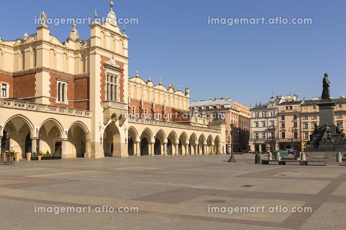 Main Market Square, a deserted city due to the coronavirus epidemic, no tourists, closed restaurants and shops, Krakow  Polandの販売画像