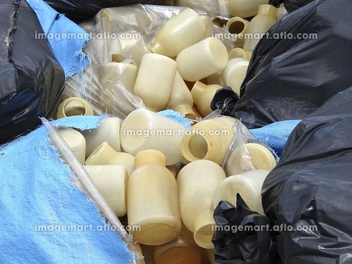使用済み容器の産業廃棄物の販売画像