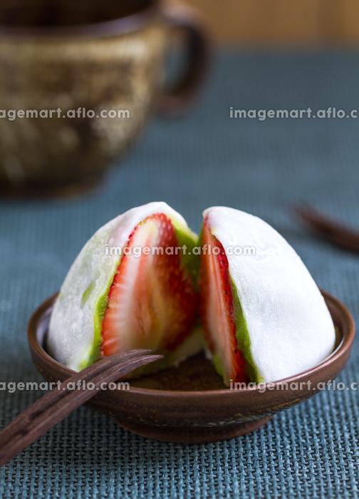 Daifuku with strawberry and greentea fiilingの販売画像
