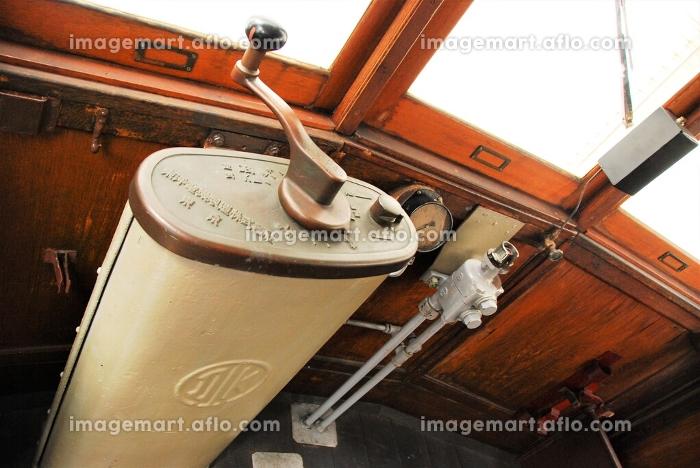 レトロな江ノ電の車両の車内の販売画像
