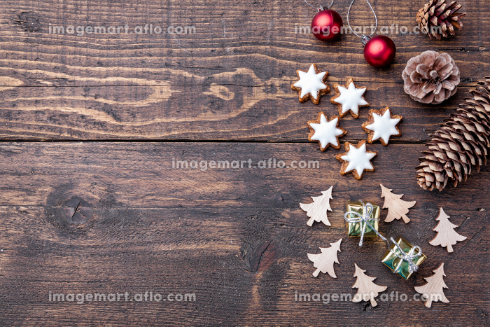 Christmas decoration on wooden background with copy spaceの販売画像