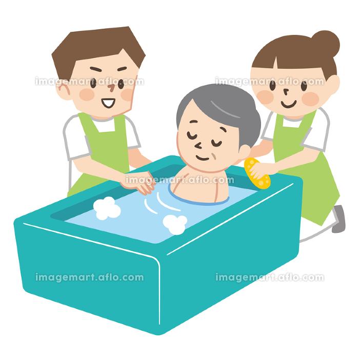 高齢者の入浴介助をする介護スタッフの販売画像
