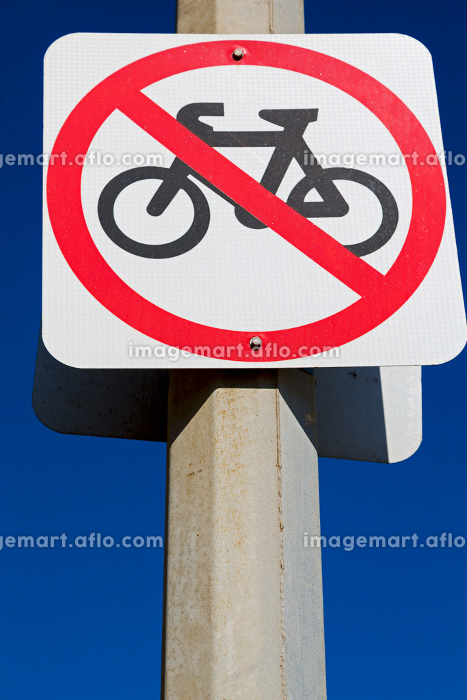 in  australia   the sign of no bike in the clear skyの販売画像