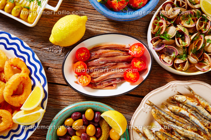 Tapas spanish seafood clams shrimps and fried anchovies fishの販売画像