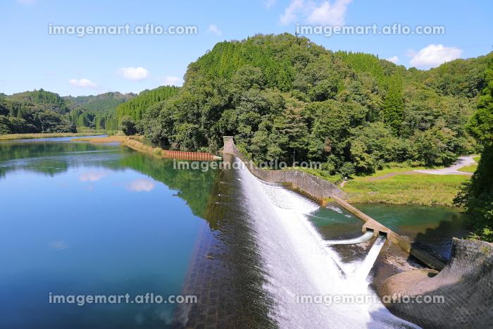 日本一美しい白水ダムの左岸を臨むの販売画像