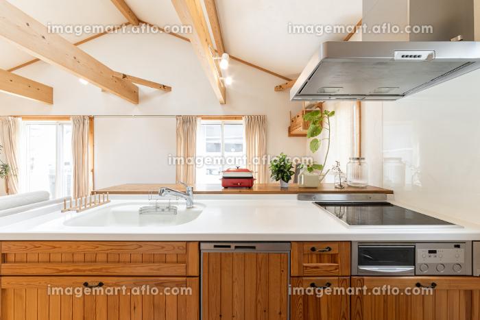 木を使ったデザインのシステムキッチンの販売画像