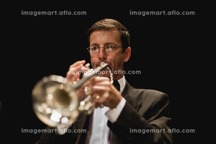 Trumpet player in orchestraの販売画像