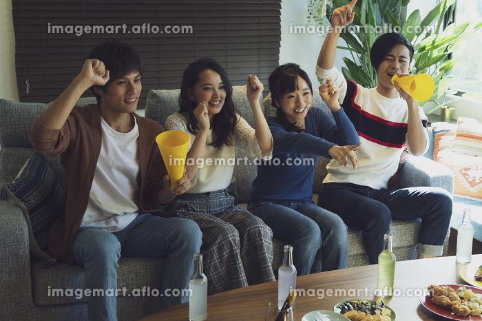 応援する若者グループの販売画像