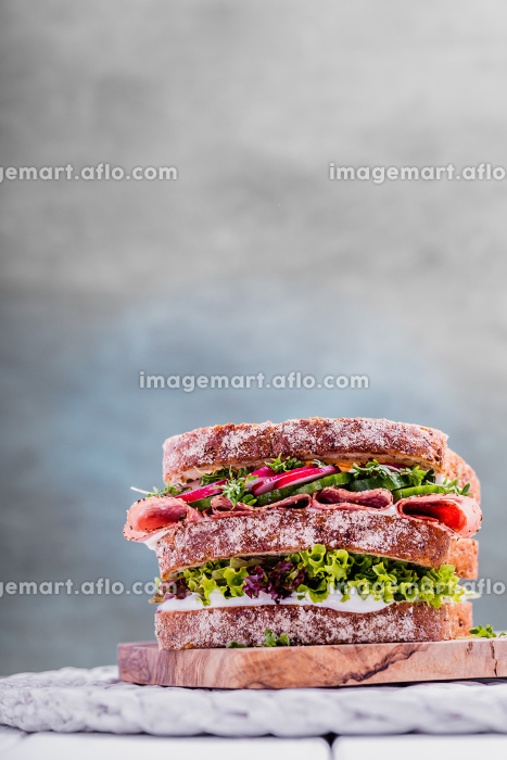 sandwich with salami cress pickles and cottage cheeseの販売画像