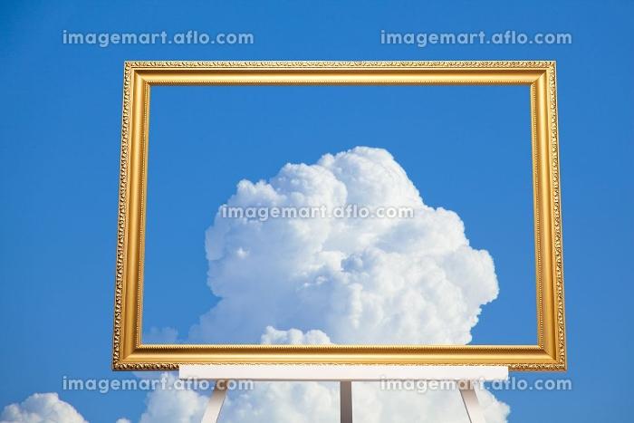 白い雲と額縁の合成の販売画像