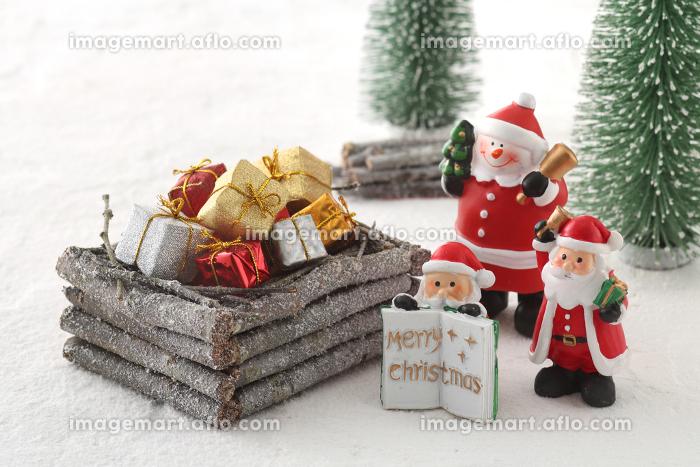 サンタクロースとクリスマスのイメージの販売画像