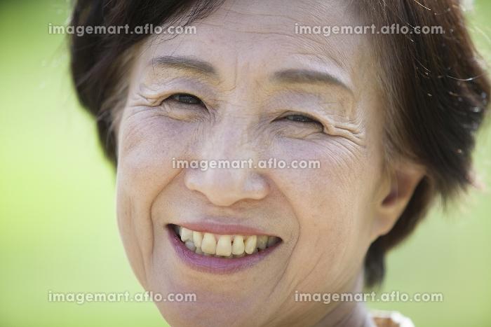 シニアの女性の販売画像