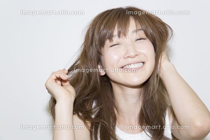 笑顔の女性の販売画像