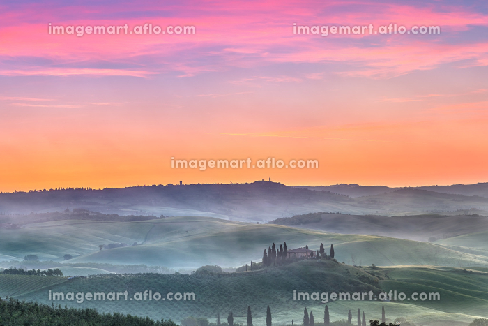Tuscany at sunriseの販売画像