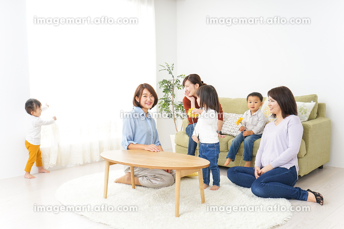 お母さんと子供たちの販売画像
