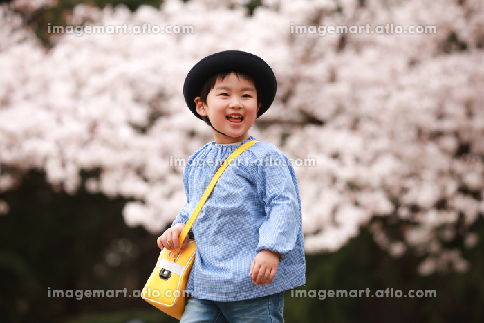 笑顔の幼稚園児の販売画像