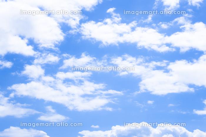 穏やかな青空と雲の販売画像
