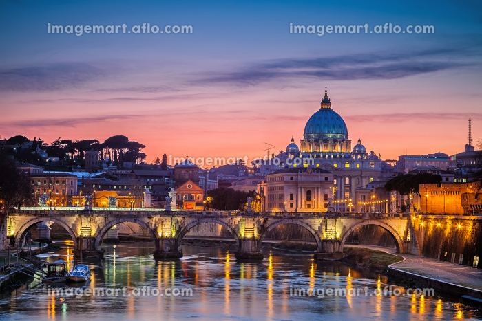 St. Peter&#39 s cathedral at night, Romeの販売画像