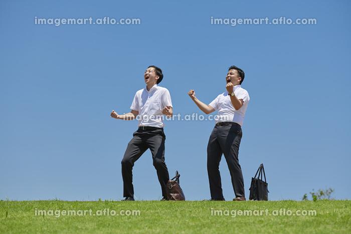 叫んでいる日本人ビジネスマンの販売画像