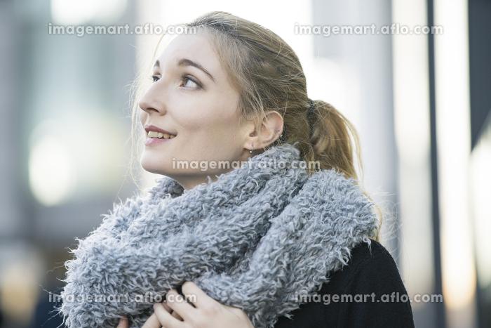 白人女性の冬のポートレートの販売画像